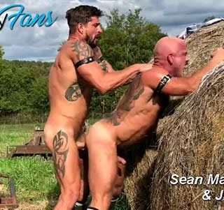 In this OnlyFans update, Sean Maygers meets JD shirtless against a pile of hay. The whole scene is outdoors, starts with some dirty talk and then they move to the main attraction that is JD's pulsating pucker.